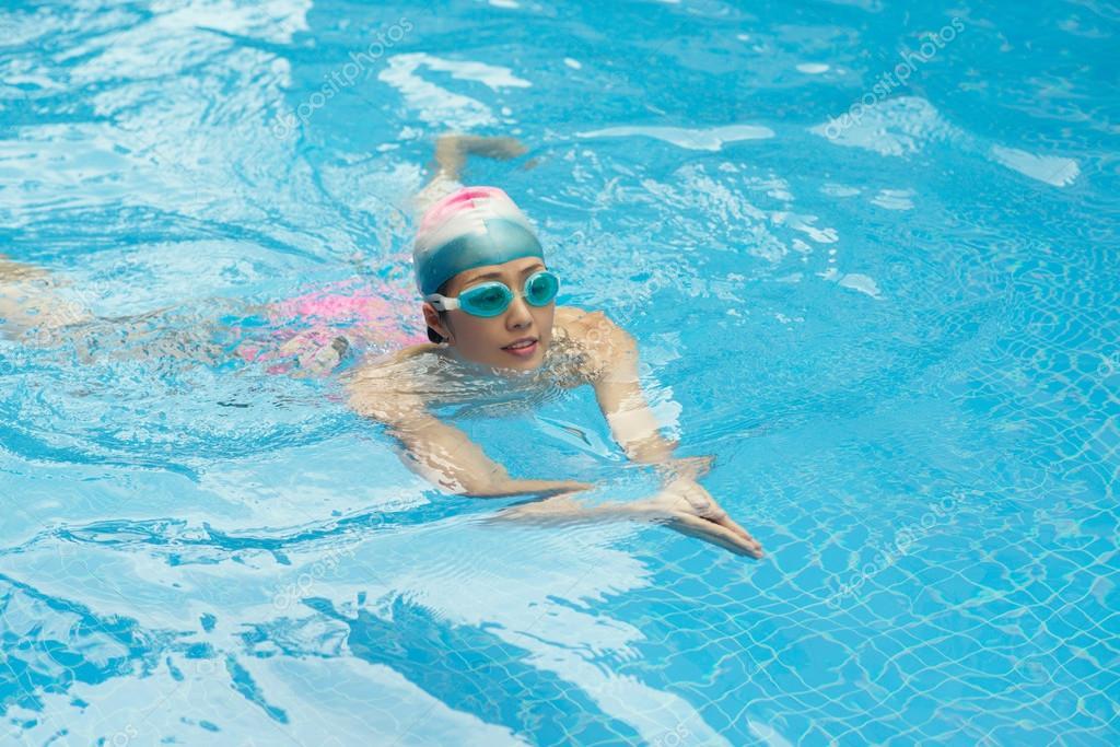 Breaststroke swim technique